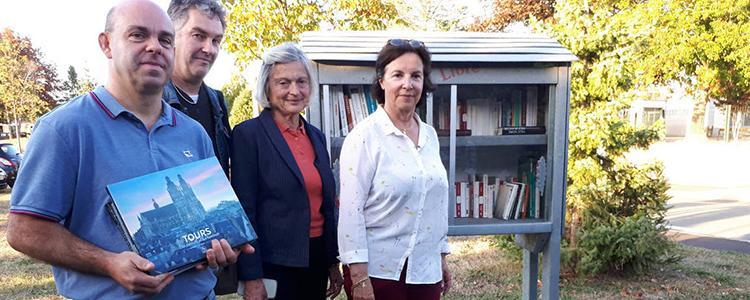 Déjà un grand succès pour la boîte à livres place Louvois.  © Photo NR