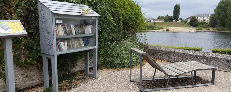La boîte à livres près du lac