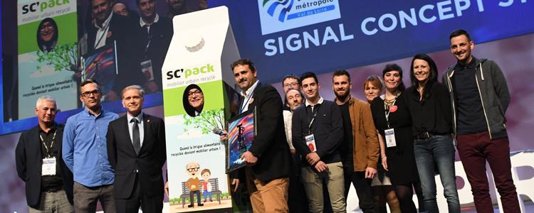 Remise du prix spécial Tours Métropole Val de Loire pour l'équipe de Signal Concept en présence de Jean-Luc Galliot (photo NR COM)
