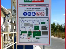 Signalétique extérieure pour le site de Parexlanko (37)