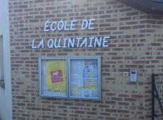 Enseignes de l'école de la Quintaine à Auzouer-en-Touraine
