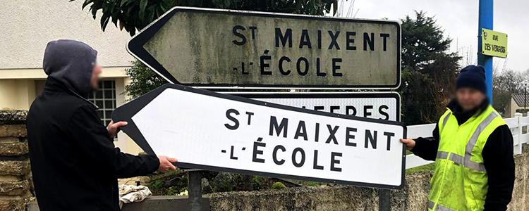La solution de resurfaçage des panneaux directionnels usagés fait l'objet d'une expérimentation en Nouvelle Aquitaine.