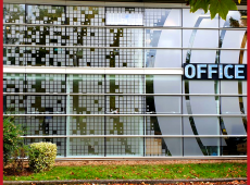 Enseigne et vitrophanie en dépoli gris pour l'office notarial de Saint Cyr-sur-Loire (37)